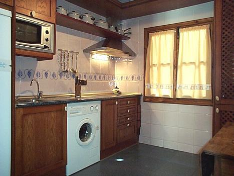 cocina con equipamiento
